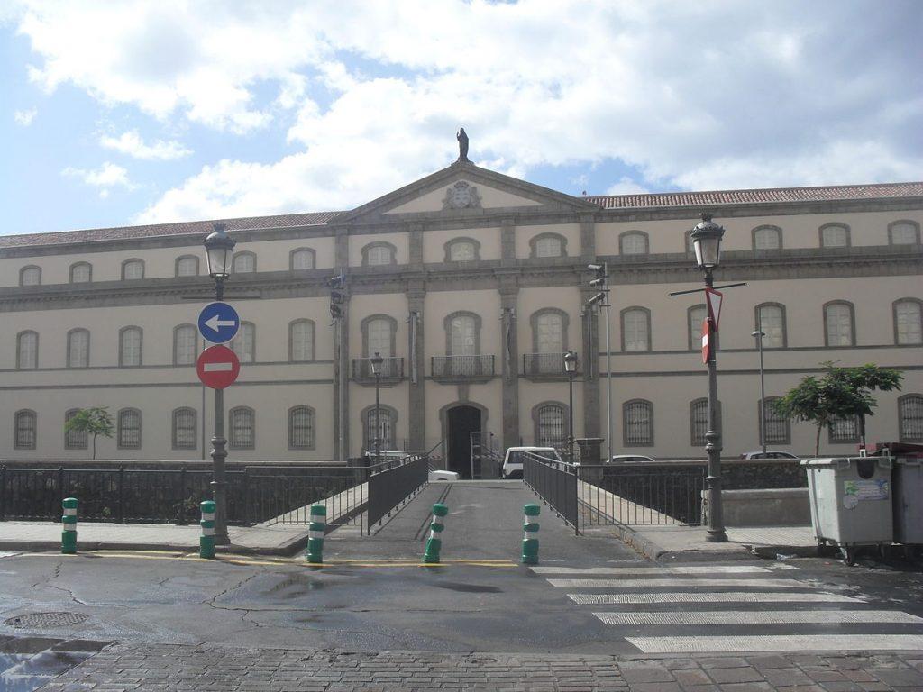 1200px-Fachada_del_Museo_de_la_Naturaleza_y_el_Hombre,_Santa_Cruz_de_Tenerife.JPG